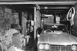 白髪染め「クロカミ」の製造販売を開始(昭和42年、製造中止)。貿易自由化に伴い、タール酸クレゾール、キシレノールの輸入販売を行う。